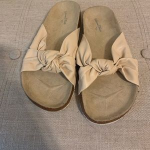 Universal Theead flip flops sandals slides bow 6.5
